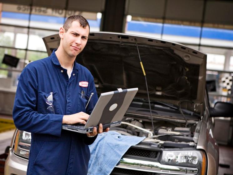 Срочная круглосуточная техническая помощь для автомобилей на дороге в Москве